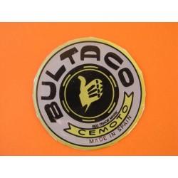 bultaco emblema en relieve gris con borde amarillo