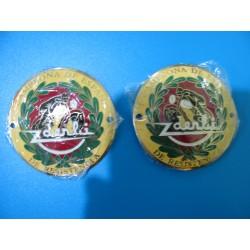 derbi emblemas metalicos pareja crema