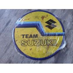 suzuki chapa decorativa envejecida de 30 centimetros de diametro